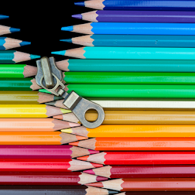 Zipper by Steven Put - Artistic Objects Other Objects ( pencil, colored pencil, other object, colorful, blue, green, colors, violet, artistic, pink, yellow, pencils )
