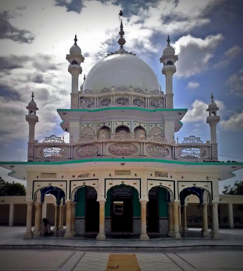 Sacred Shrine by Kashif Ghauri - Buildings & Architecture Statues & Monuments ( kashif ghauri, pakistan, shrine, sialkot, hazrat jamaat ali shah lasani )