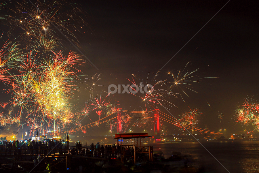Ampera Bridge before the turn of the New Year 2015 by Nay Achyar - Public Holidays New Year's Eve (  )