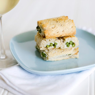 Blue Cheese and Asparagus Rolls Recipe