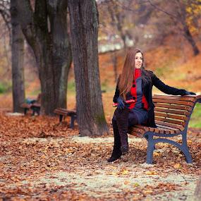 Autumn colors by Mindaugas Navickas - People Portraits of Women ( fashion, autumn, colors, ayes, beauty, women, portrait )