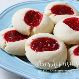 Swedish Raspberry Kiss Cookies.