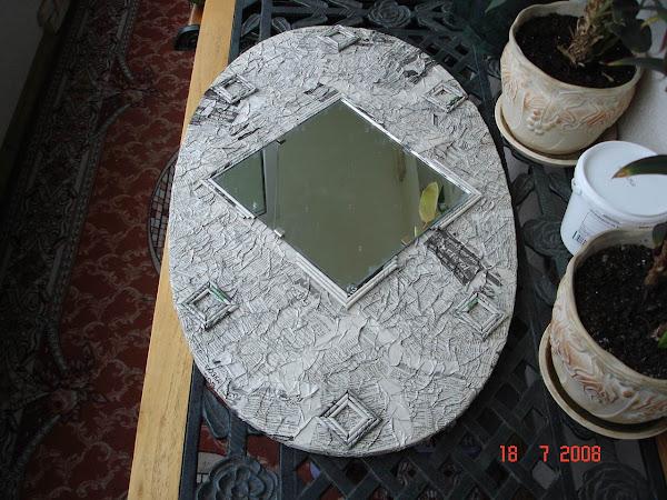 Как сделать декор старого зеркала газетами