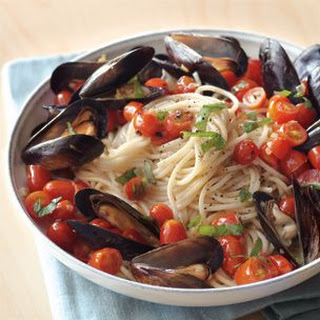 Spaghetti and Mussels with Tomatoes and Basil