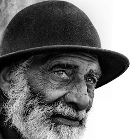 OLD... by JORGE JACINTO - Black & White Portraits & People