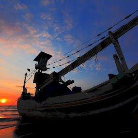 sunrise at baluran by Andrie Fery - Landscapes Sunsets & Sunrises ( banyuwangi, baluran, indonesia, sunrise, beach, fishing boat )