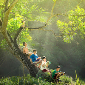 Study Together under the tree by M Reza Saptodi - Babies & Children Children Candids