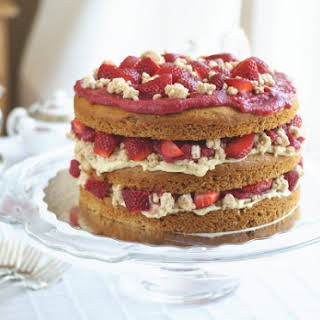 """Strawberry Layer Cake with Pastry Cream Filling and """"White Chocolate"""" Covered Cookie Crumbs, PART II."""