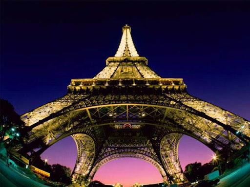 Romantic Eiffel Tower Walpaper