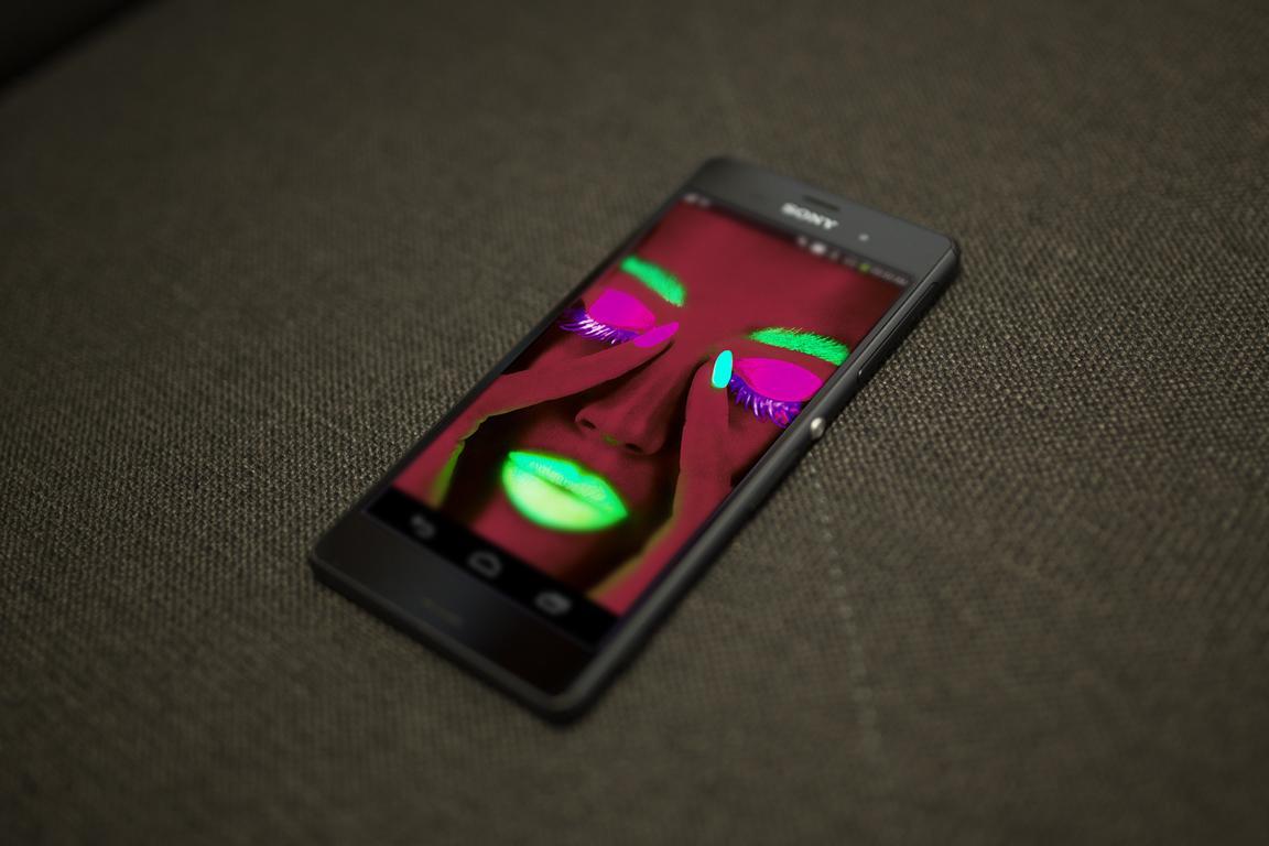 Hd wallpaper electronics - Neon Face Hd Live Wallpaper Screenshot