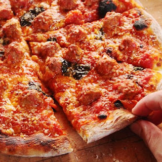 The Best Meatball Pizza