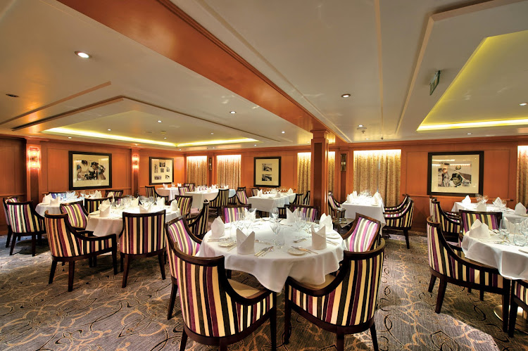 L'Etoile restaurant aboard Tere Moana comes with understated elegance. It's open for dinner only.