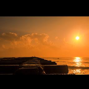 Thalaan kuppam pier by Shaik Mohaideen - Landscapes Beaches ( beaches, india, sunrise, thalaankuppam, chennai, tamilnadu,  )