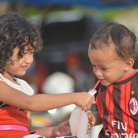 berbagi rasa by Abi Abdillah - Babies & Children Children Candids