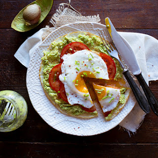 Pita with Avocado and Fried Egg a'La Fast Breakfast Pizza Recipe