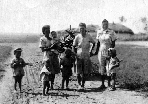 Women and children in the deportation from the Bărăgan steppe