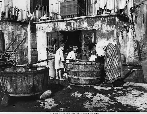 A group of commoners washing in a street of Naples