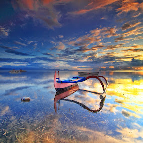 Morning paradise by I Made  Sukarnawan - Landscapes Sunsets & Sunrises ( sunset, sunrise, beach, boat, landscape )