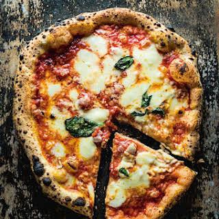 Pizza Margherita (Tomato, Basil, and Mozzarella Pizza).