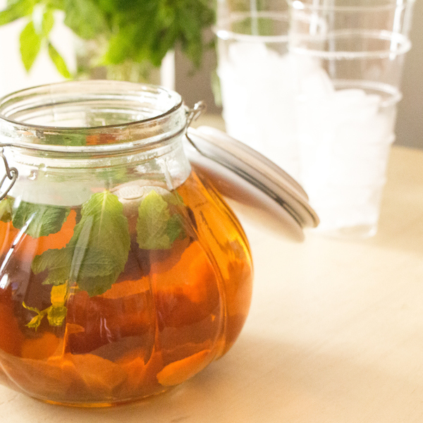 How to Make Sun Tea (with Peaches and Mint) Recipe