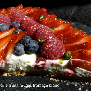 No-Bake Berries and Yogurt Tart..