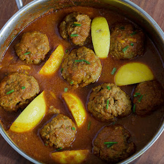 Spicy Meatballs in Spicy Tomato Sauce