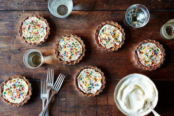 A recipe for Molly Yeh-inspired Dunkaroo tartlets.