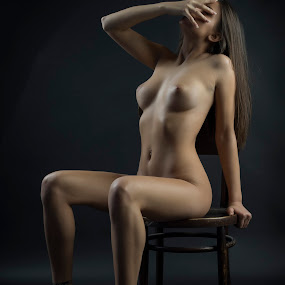 nameless by Јанус Т. - Nudes & Boudoir Artistic Nude ( studio, chair, nude, girl, act )