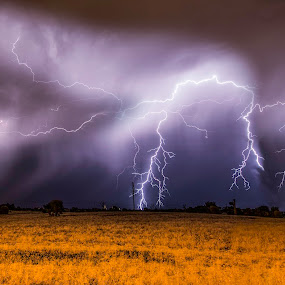 Incoming storm by Craig Eccles - Landscapes Weather ( clouds, thunder, lightning, lightning storm, thunder storm, storms, storm, weather., rain,  )