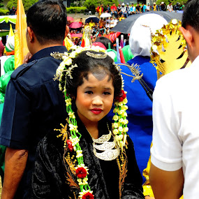 i saw this cute girls used tradition culture for independent day by Gustavo Sihombing - Babies & Children Child Portraits ( students, school, celebration, kids, independence day, country )