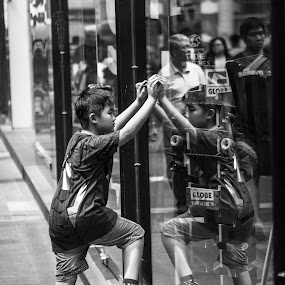 Reflection of a kid  by Stephen Ckk - Black & White Portraits & People ( cool, reflection, black and white, street, kids )