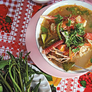Tom Yum Goong (Sweet and Sour Prawn Soup).