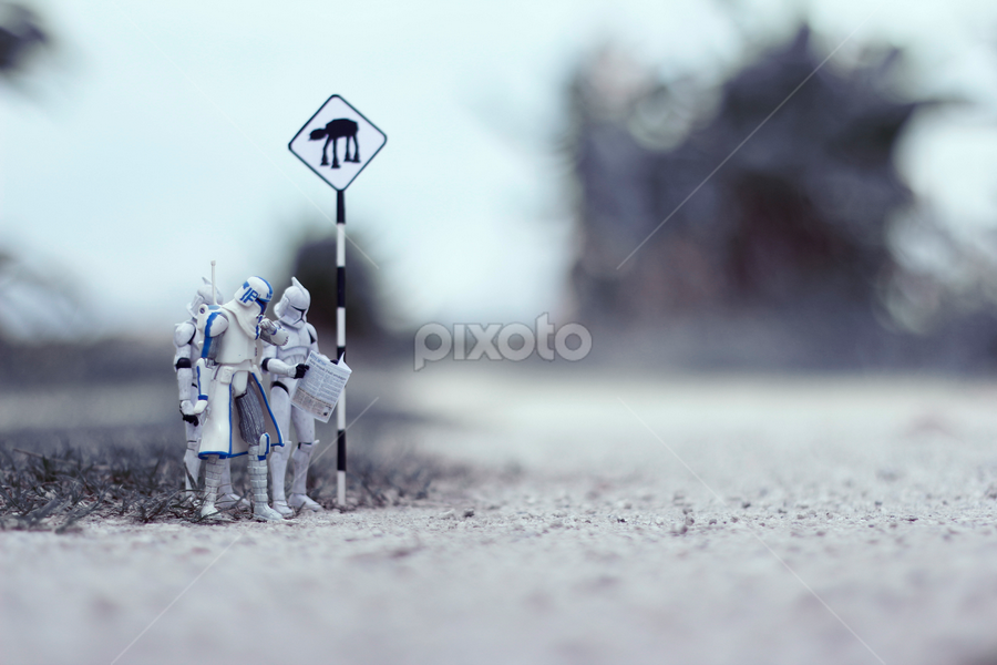 Bus Stop by Zahir Batin - Artistic Objects Toys ( toys, starwars )