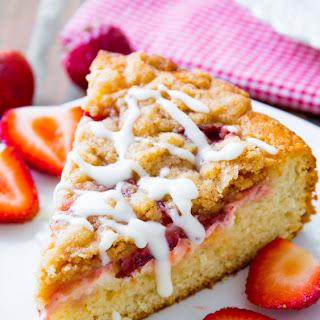 Strawberries 'n Cream Crumb Cake