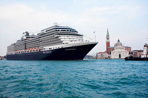 Holland-America-Nieuw-Amsterdam-in-Venice-2 - Nieuw Amsterdam sailing into Venice. Launched in Venice on July 4, 2010, Nieuw Amsterdam celebrates the cultural traditions of New York (named Nieuw Amsterdam once upon a time) with its interior design and art collection.
