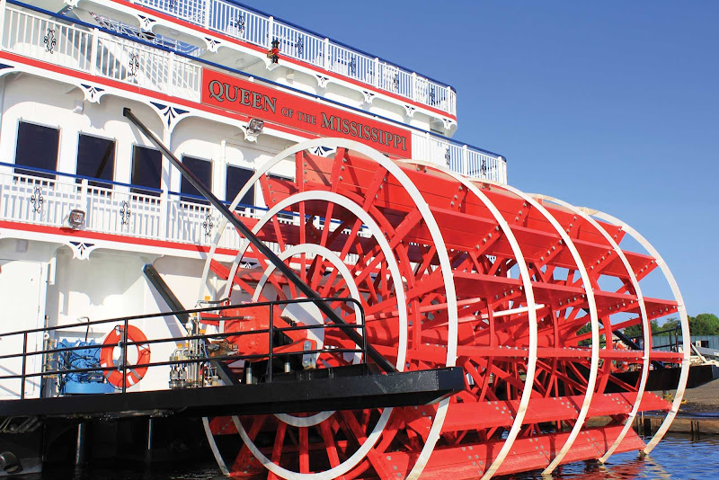 The paddlewheeler Queen of the Mississippi cruises its namesake Mississippi River year round.