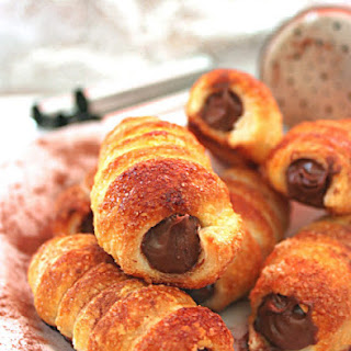 Small Nutella-filled Puff Pastry Horns.