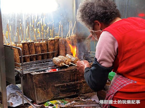 阿婆烤玉米 現點現烤平均等待一小時的排隊點心