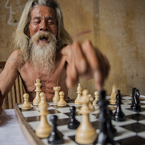 Chess Master by Kristianus Setyawan - People Portraits of Men ( expression, up close, chess, game, people, chess master, portrait, portraits of men, check mate, laughing, winning, portrait photography, portrait photographers, human interest, old man, laughter, Travel, People, Lifestyle, Culture )