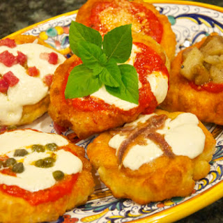 Pizzette fritte (Fried Pizza Rounds)