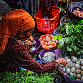 Penjual telur by Herry Wibowo - People Professional People