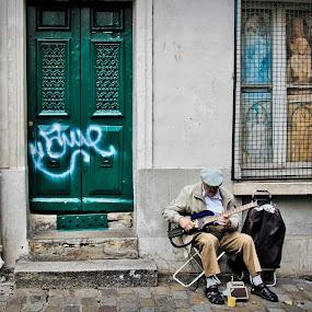 Montmartre Street Performer by Steve Densley - People Street & Candids ( music, paris, streets, musician, street photography )