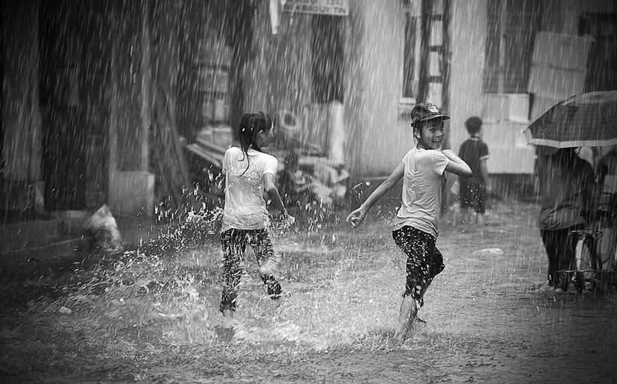 Rain of childhood by TrongDat Luu - Black & White Portraits & People ( village, children, people, rain, portrait )