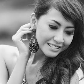 Look out my ear earring by Jiboy Mandey - Black & White Portraits & People ( sli, bw, jiboy, beauty, nikon, candi boko, portrait )