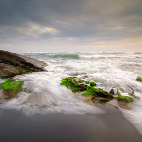 Canggu Beach by Eris Suhendra - Landscapes Waterscapes ( bali, sunset, indonesia, rock, beach, travel, waterscapes, landscapes, nikon )