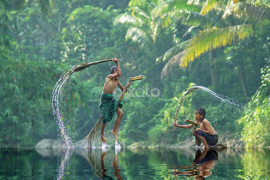 by Saiful El-Shyrazy - Babies & Children Children Candids ( kids in the summer, water, playing, kids playing in summer, children, forest )