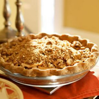 Oatmeal-Nut Crunch Apple Pie.