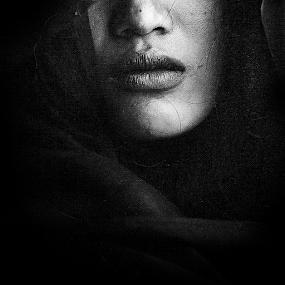deleeza by Bonifasius Wahyu Fitrianto - Black & White Portraits & People ( b&w, mood, canvas, women, exotic, portrait )
