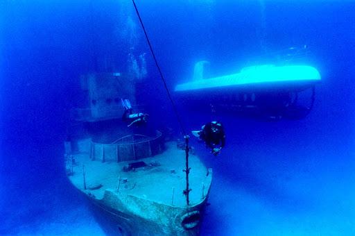 shipwreck-submarine-Cozumel - Cozumel submarine tours visit ship wrecks and reefs.