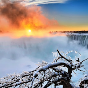 Got up by Andrzej Pradzynski - Landscapes Sunsets & Sunrises ( winter, canada, falls, horseshoe falls, ontario, niagara region, sunrise, icecle, mist )
